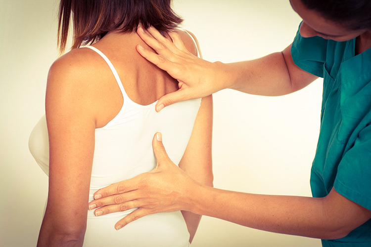 Грудной хондроз у женщин. Симптомы и лечение, как бороться